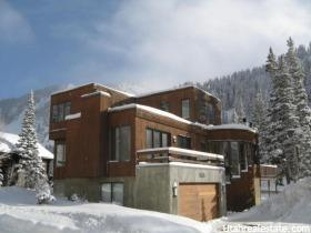 Villa per Vendita alle ore 9910 E PERUVIAN ACRES Road Sandy, Utah 84092 Stati Uniti