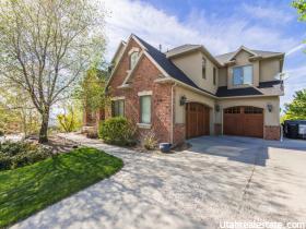 Maison unifamiliale pour l Vente à 444 E ROSEWOOD Lane North Salt Lake, Utah 84054 États-Unis