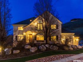 Maison unifamiliale pour l Vente à 1397 E COVE Circle North Salt Lake, Utah 84054 États-Unis