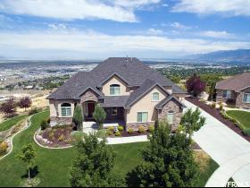 Maison unifamiliale pour l Vente à 428 S CANYON VIEW Circle North Salt Lake, Utah 84054 États-Unis