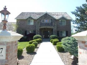 Maison unifamiliale pour l Vente à 1927 N SUMMERWOOD Drive Farmington, Utah 84025 États-Unis