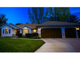Home for sale at 1426 E Farm Meadows Ln, Holladay, UT 84117. Listed at 575000 with 6 bedrooms, 4 bathrooms and 4,311 total square feet