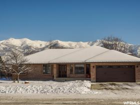 Home for sale at 182 N Barnes Dr, Kaysville, UT 84037. Listed at 400000 with 5 bedrooms, 3 bathrooms and 3,622 total square feet