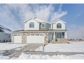Home for sale at 123 E Silver Oak Rd #904, Vineyard, UT 84058. Listed at 409900 with 4 bedrooms, 3 bathrooms and 3,674 total square feet
