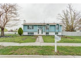 Home for sale at 6265 S Mount Vista Dr, Taylorsville, UT 84129. Listed at 324900 with 5 bedrooms, 3 bathrooms and 2,441 total square feet
