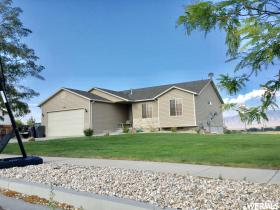 Home for sale at 140 N Bluegrass, Grantsville, UT 84029. Listed at 324900 with 5 bedrooms, 3 bathrooms and 2,811 total square feet