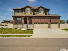 Home for sale at 4468 W 5950 South, Hooper, UT 84315. Listed at 399900 with 6 bedrooms, 4 bathrooms and 3,679 total square feet
