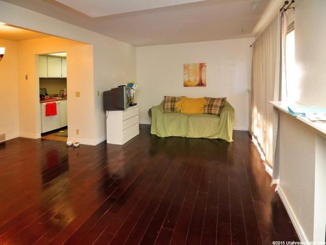 Additional photo for property listing at 17 E 400 N 17 E 400 N Unit: 3-A 邦蒂富尔, 犹他州 84010 美国