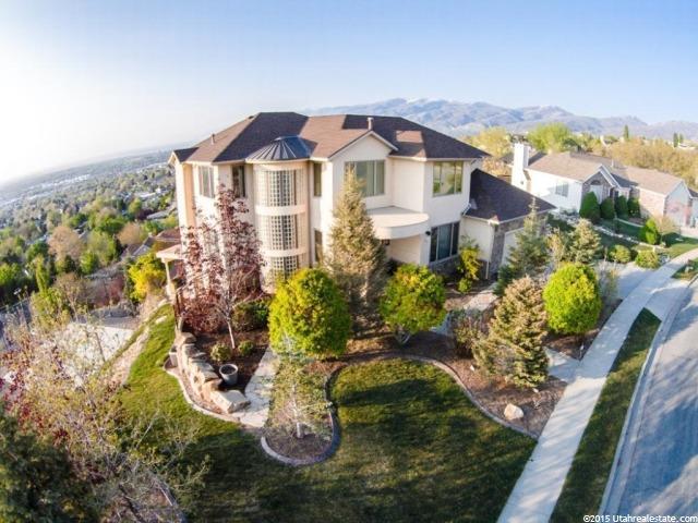 Unique la famille pour l Vente à 613 E SCENIC HILLS Drive North Salt Lake, Utah 84054 États-Unis