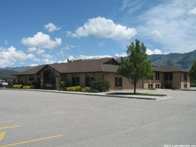 Commercial pour l Vente à 2100 N MAIN North Logan, Utah 84341 États-Unis