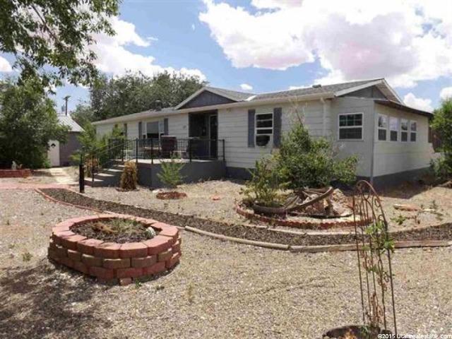 单亲家庭 为 销售 在 127 N 400 W Bluff, 犹他州 84512 美国