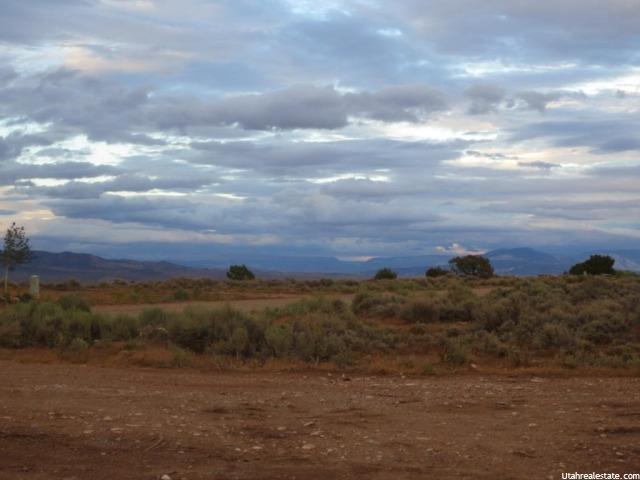 土地 为 销售 在 4301 W SKYLINE DRIVE Drive Maeser, 犹他州 84078 美国