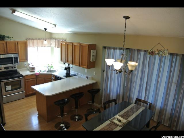 Additional photo for property listing at 604 S 875 E 604 S 875 E Layton, Юта 84041 Соединенные Штаты