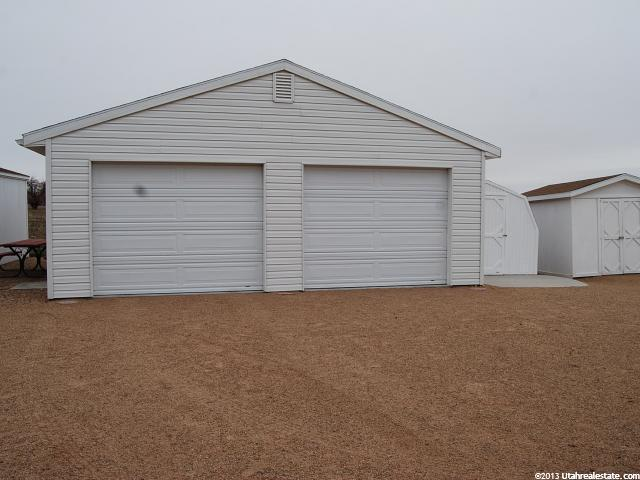 Additional photo for property listing at 9848 N 5500 E 9848 N 5500 E Tridell, Utah 84076 États-Unis