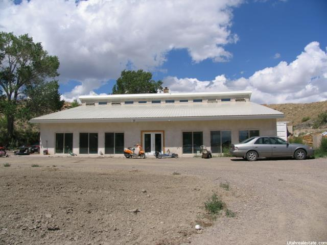 单亲家庭 为 销售 在 2430 S STATE Street Emery, 犹他州 84522 美国