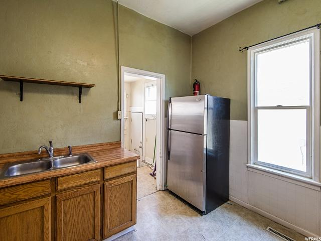 Additional photo for property listing at 806 W 100 S  Salt Lake City, Utah 84104 Estados Unidos