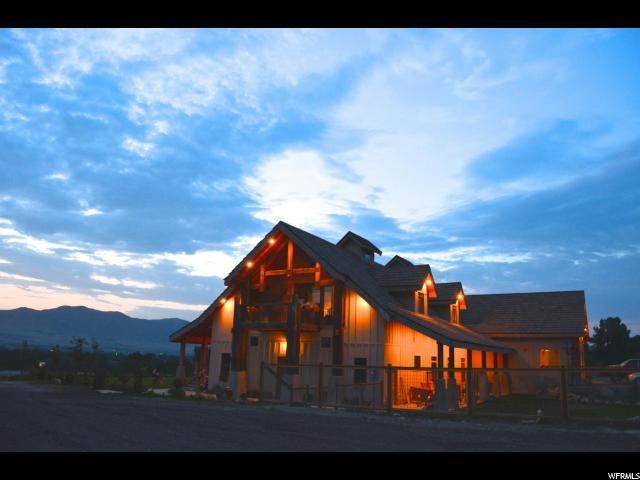 Unique la famille pour l Vente à 12076 S HWY 198 12076 S HWY 198 Unit: 1 Payson, Utah 84651 États-Unis
