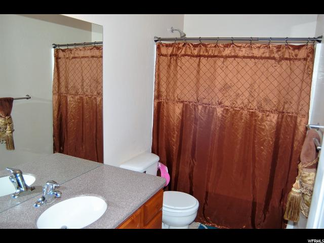 Additional photo for property listing at 215 S 200 E  Huntington, Utah 84528 États-Unis