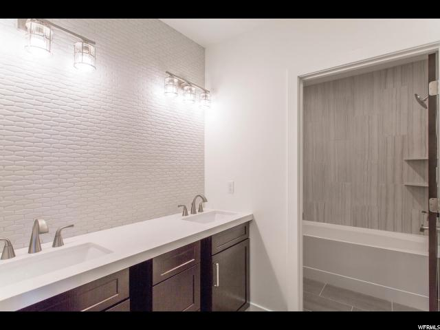 Additional photo for property listing at 4216 FAIRWAY Lane 4216 FAIRWAY Lane Unit: F-3 帕克城, 犹他州 84098 美国