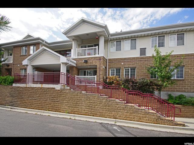 共管式独立产权公寓 为 销售 在 11085 S GRAPE ARBOR Place 11085 S GRAPE ARBOR Place Unit: 202 桑迪, 犹他州 84070 美国