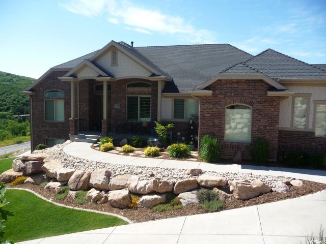 Unique la famille pour l Vente à 6715 N WEBER Drive Mountain Green, Utah 84050 États-Unis