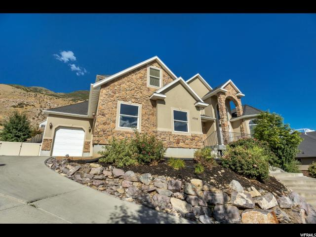 Unique la famille pour l Vente à 9398 N CANYON HEIGHTS Drive 9398 N CANYON HEIGHTS Drive Cedar Hills, Utah 84062 États-Unis