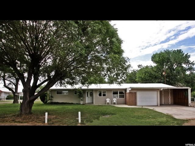 单亲家庭 为 销售 在 115 N 925 E Green River, 犹他州 84525 美国