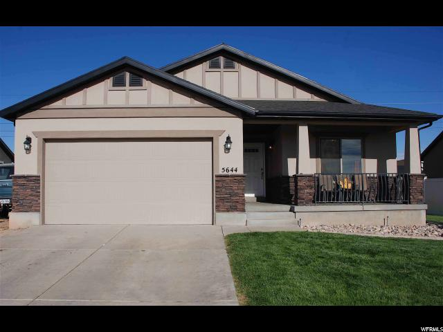 单亲家庭 为 销售 在 5644 S 3200 W Roy, 犹他州 84401 美国