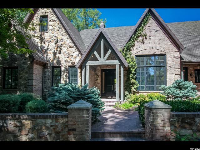 单亲家庭 为 销售 在 5348 S COTTONWOOD Lane 霍拉迪, 犹他州 84117 美国