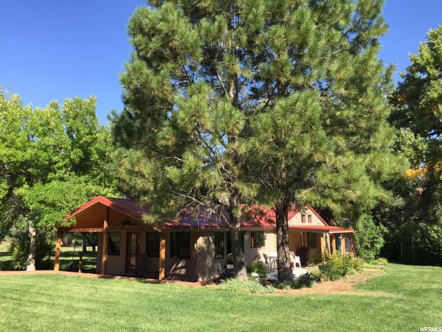 Unique la famille pour l Vente à 393 N CASTLECREEK Lane 393 N CASTLECREEK Lane Unit: 393 Castle Valley, Utah 84532 États-Unis