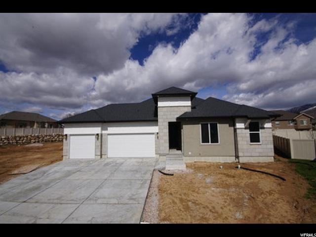Unique la famille pour l Vente à 1393 E 5550 S South Ogden, Utah 84403 États-Unis