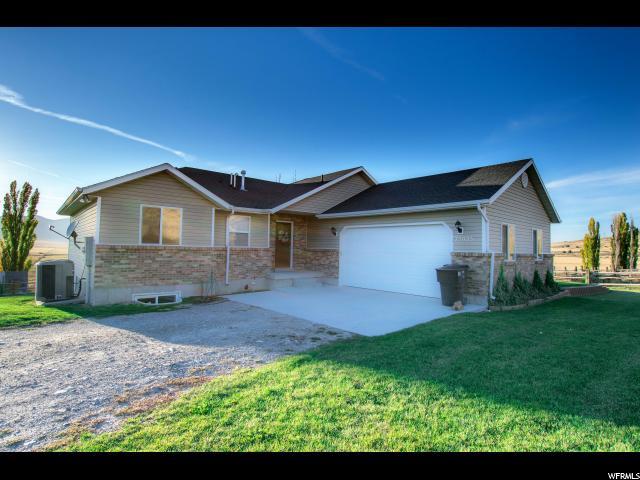 Unique la famille pour l Vente à 25025 N FRONTAGE Road Portage, Utah 84331 États-Unis