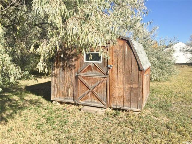 Additional photo for property listing at 881 N 5750 E  Fort Duchesne, Utah 84026 États-Unis
