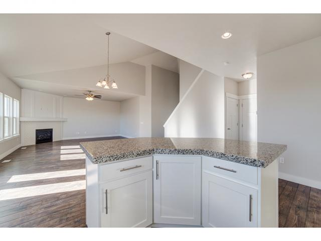 Additional photo for property listing at 164 SILVER OAK Road  Vineyard, Utah 84058 United States