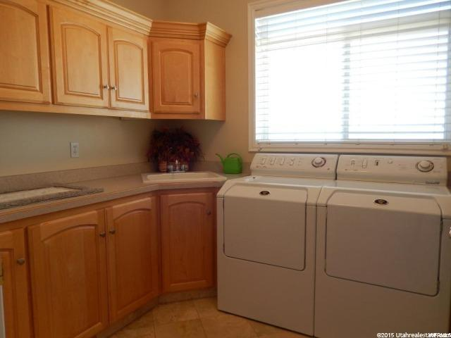 Additional photo for property listing at 283 S 300 E  Providence, 犹他州 84332 美国