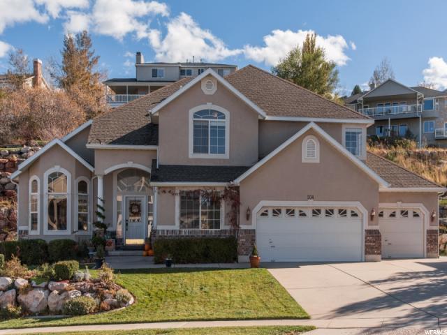Unique la famille pour l Vente à 204 N FAIRWAY Drive North Salt Lake, Utah 84054 États-Unis