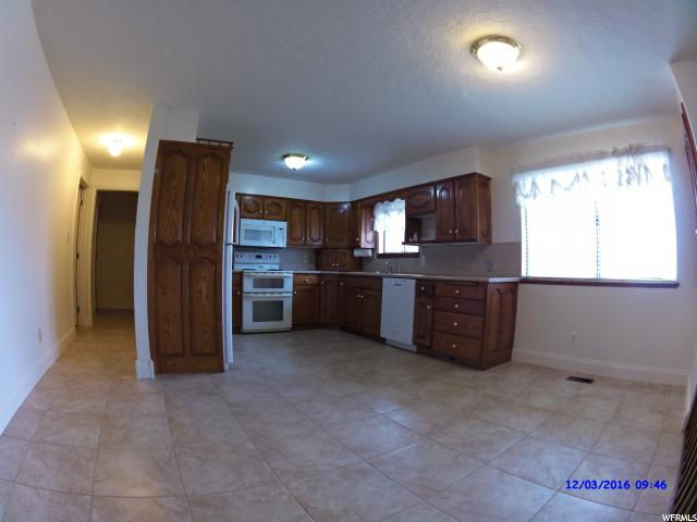 Additional photo for property listing at 580 S 200 W  Mona, 犹他州 84645 美国