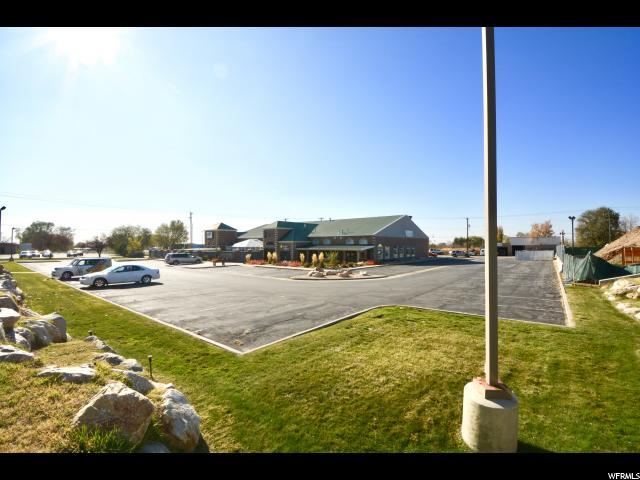 Comercial por un Venta en 22 E 200 S Clearfield, Utah 84015 Estados Unidos