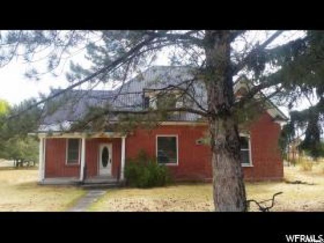 单亲家庭 为 销售 在 112 S 100 E Weston, 爱达荷州 83286 美国