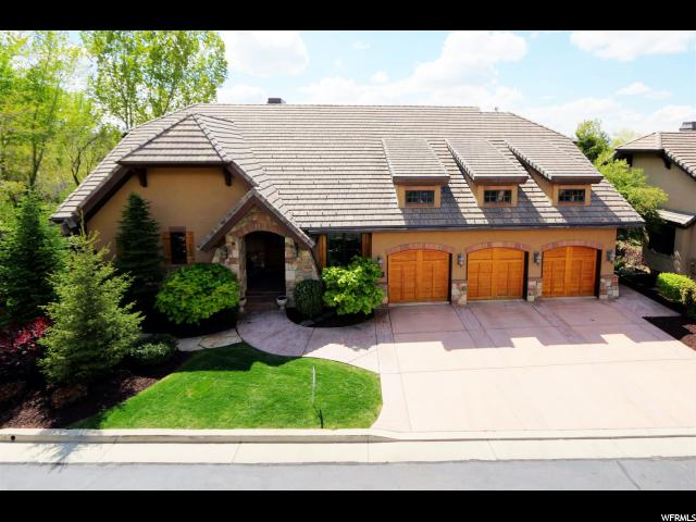 Unique la famille pour l Vente à 8782 S FALCON HEIGHTS Lane Cottonwood Heights, Utah 84093 États-Unis