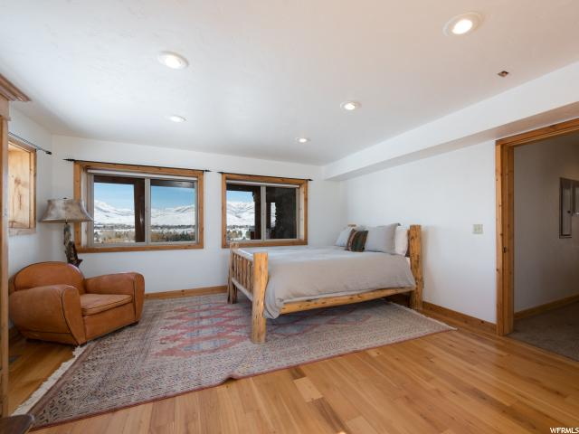 Additional photo for property listing at 6704 E 1100 S 6704 E 1100 S Unit: 4 Huntsville, Utah 84317 États-Unis