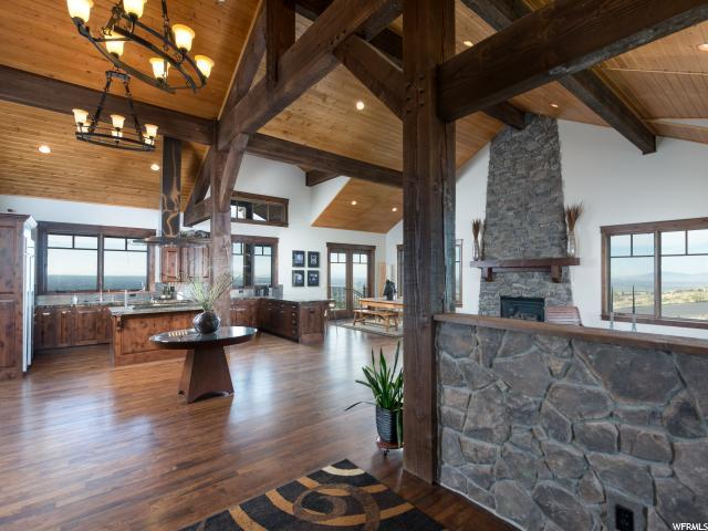 单亲家庭 为 销售 在 870 E MOUNTAIN Road North Ogden, 犹他州 84414 美国