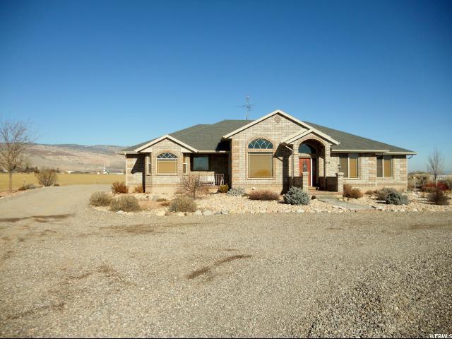 单亲家庭 为 销售 在 630 N 1729 E Richfield, 犹他州 84701 美国