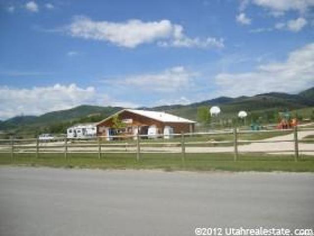 Commercial pour l Vente à 145 N 300 W Street Garden City, Utah 84028 États-Unis