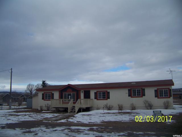 单亲家庭 为 销售 在 60 S 200 E Loa, 犹他州 84747 美国