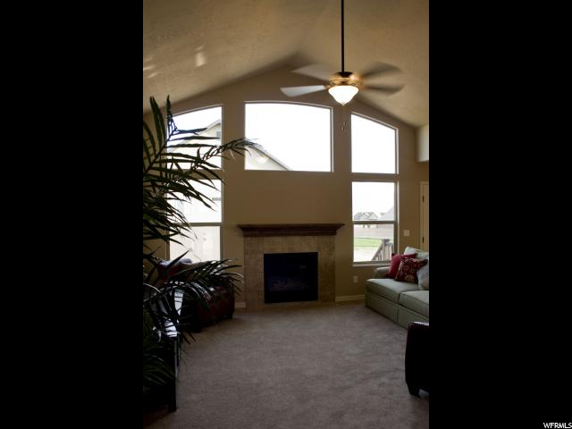 Additional photo for property listing at 5314 W 3550 S 5314 W 3550 S Unit: 18 Hooper, Utah 84315 Estados Unidos
