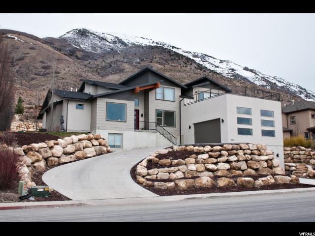 Unique la famille pour l Vente à 9604 N CANYON HEIGHTS Drive Cedar Hills, Utah 84062 États-Unis