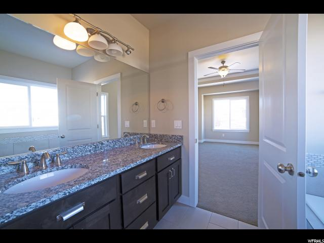 Additional photo for property listing at 1672 W PINE CONE Court 1672 W PINE CONE Court Unit: 205 Layton, Utah 84041 États-Unis
