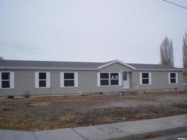 Unique la famille pour l Vente à 380 W 300 N Orangeville, Utah 84537 États-Unis
