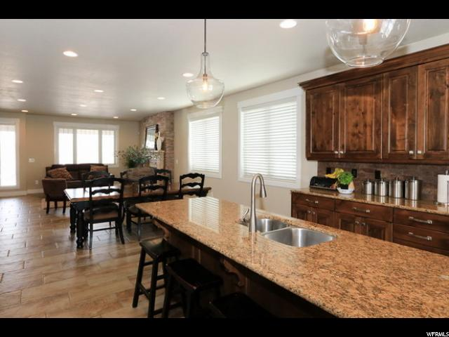 Additional photo for property listing at 10930 HIDDENWOOD Drive  Sandy, Utah 84093 États-Unis